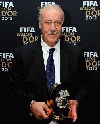 Vicente del Bosque recibe el premio al mejor entrnador del 2012 - Gala FIFA Balón de Oro