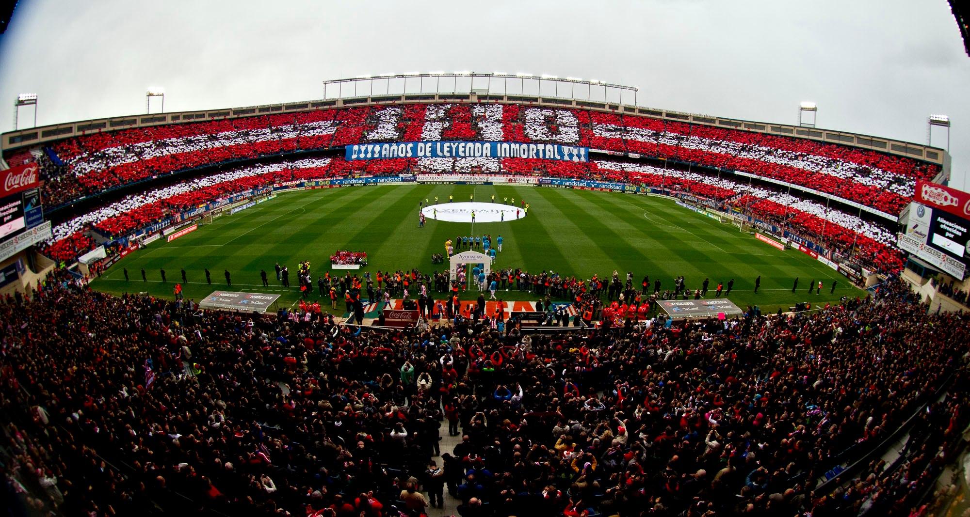 Espectacular tifo de las gradas del Vicente Calderón conmemorando los 110 años de historia colchonera